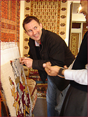 RT HON JEREMY HUNT MP WEAVES A RUG KNOT AT THE ORIENTAL RUG GALLERY LTD!